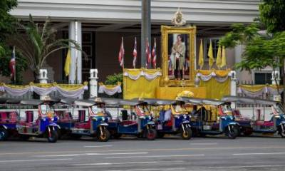 Thai protesters end monarchy